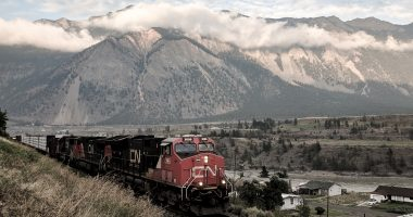 CN (TSX:CNR) sets new record to start 2021